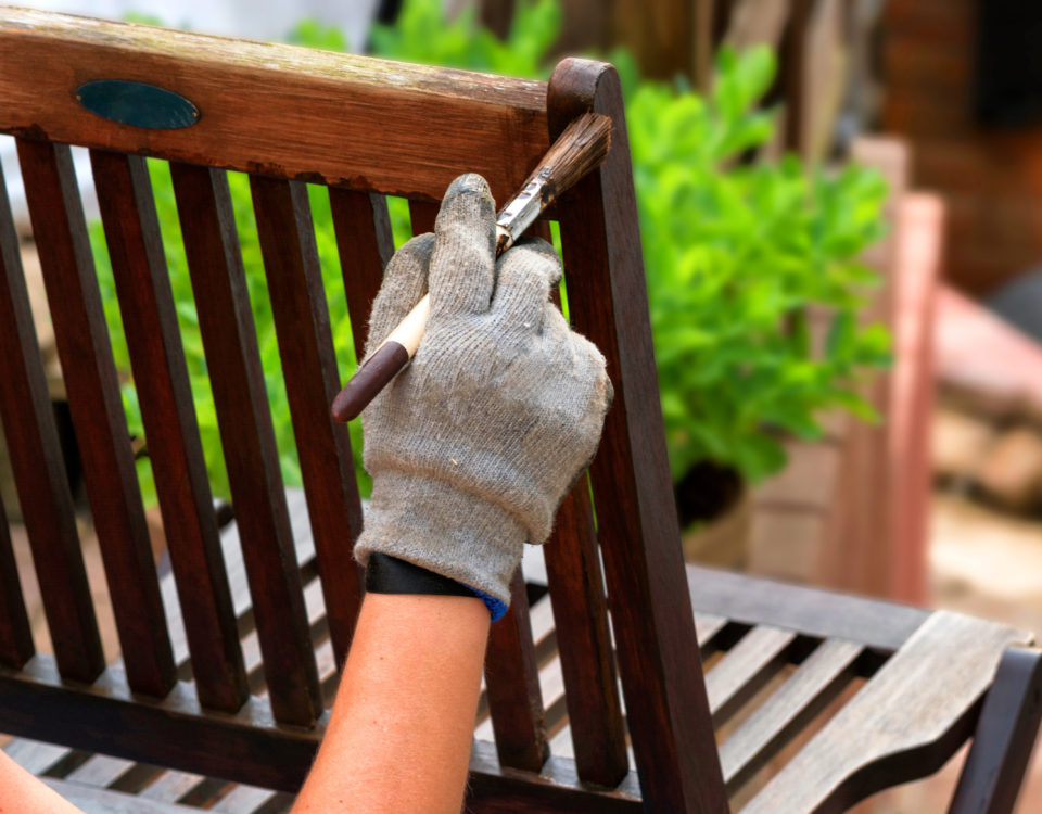 Renowacja mebli ogrodowych – instrukcja krok po kroku